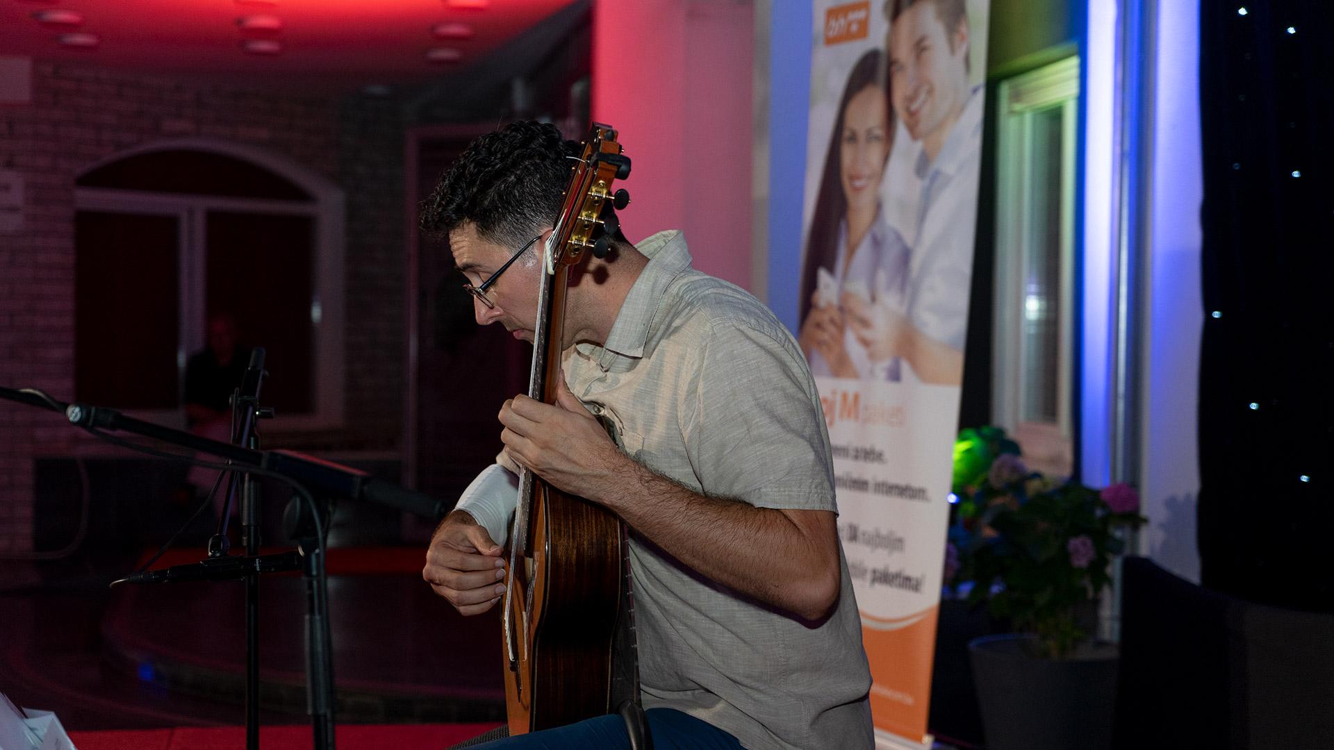 Večer klasične gitare
