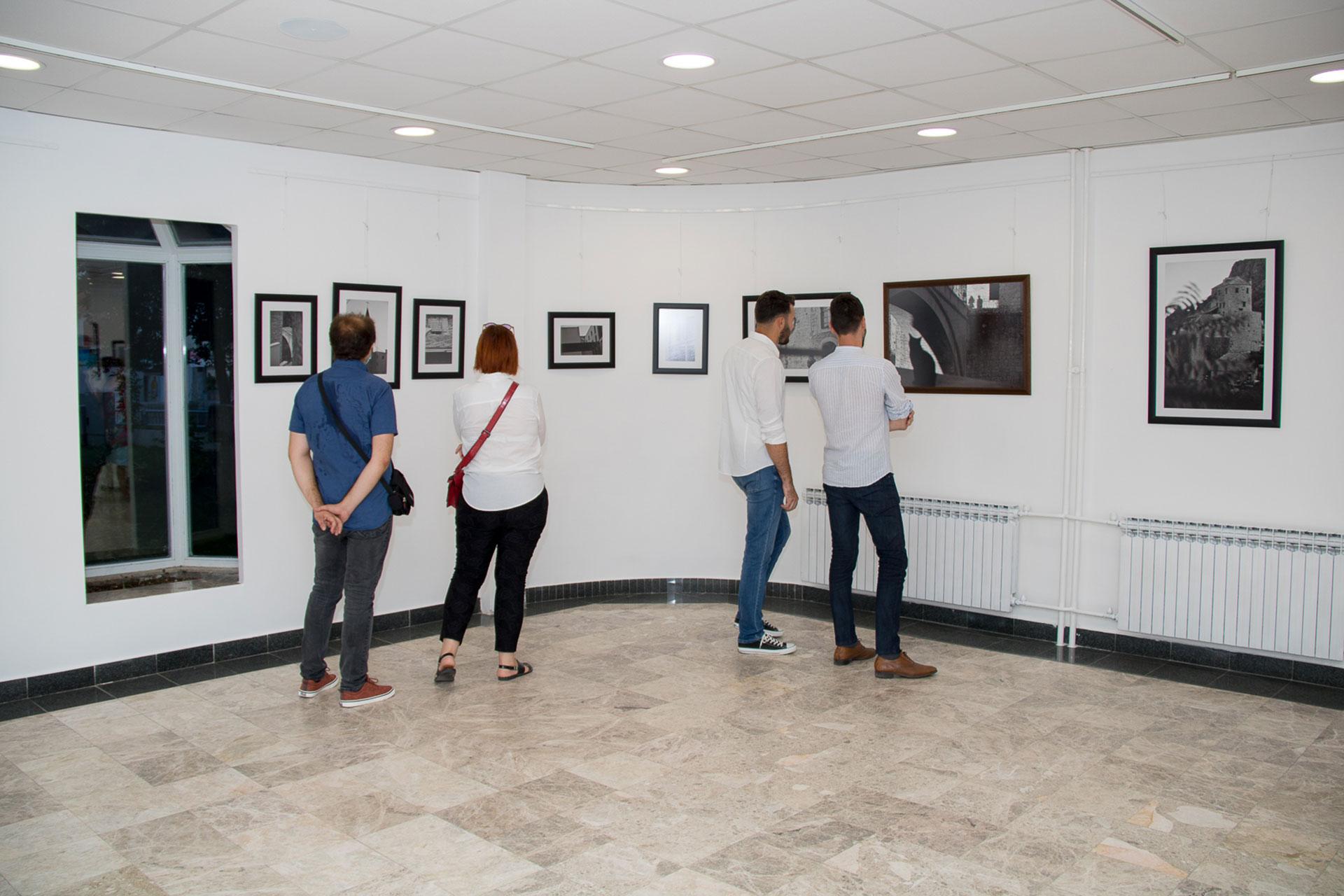 """Otvorena izložba fotografija """"Ljepota različitosti"""" autorice Sonje Marić"""