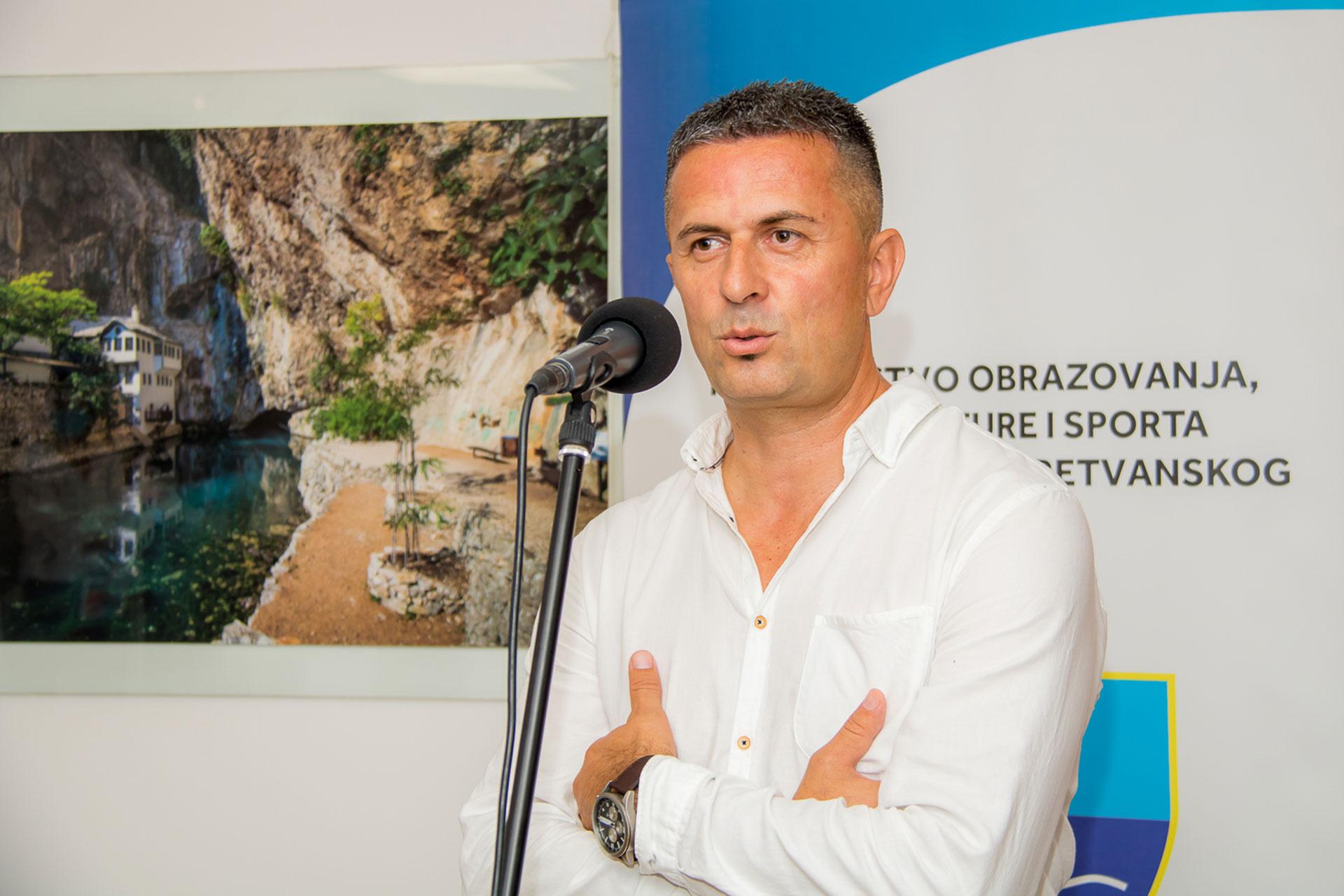 Otvorena prva samostalna izložba Alana Hadžića