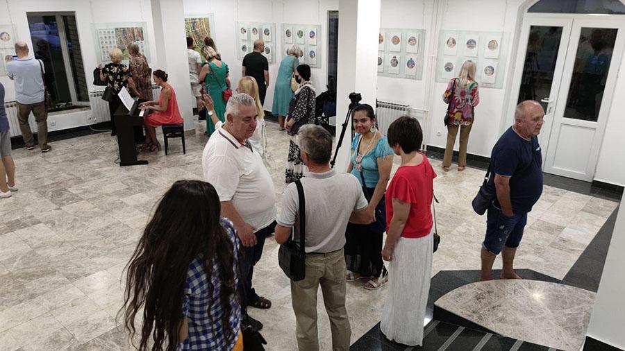 Akademska slikarica iz Bjelorusije predstavila izložbu o mostarskim znamenitostima